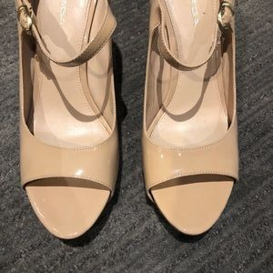 Via Spiga beautiful beige patent leather